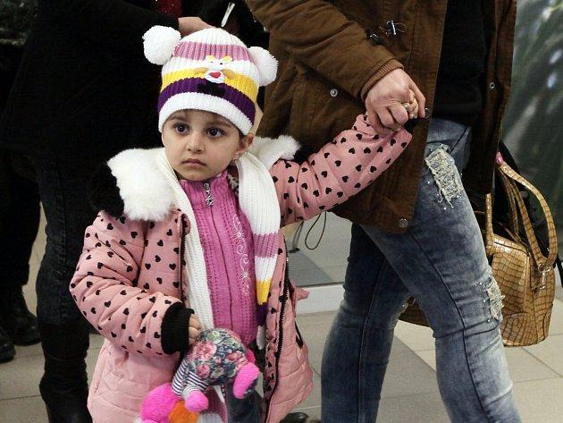 Skupina křesťanských uprchlíků z Iráku v České republice.
