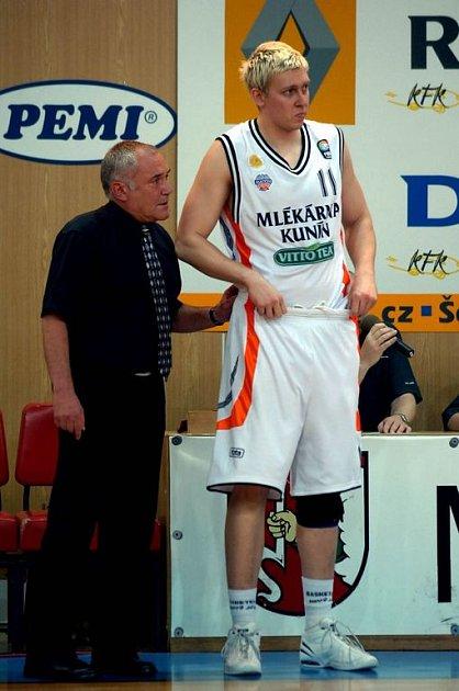 Trenér A Plus Brno Zdeněk Hummel.