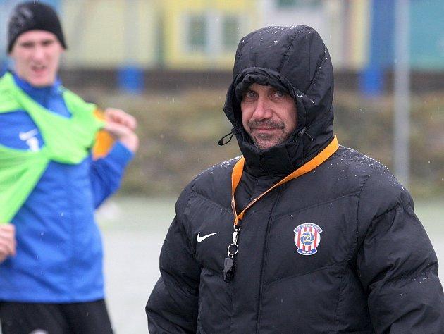 První letošní trénink fotbalové Zbrojovky Brno v Medlánkách. Na snímku trenér Roman Pivarník.