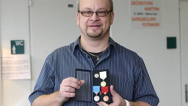 Mnohaletý dárce krve Erik Mikuš.