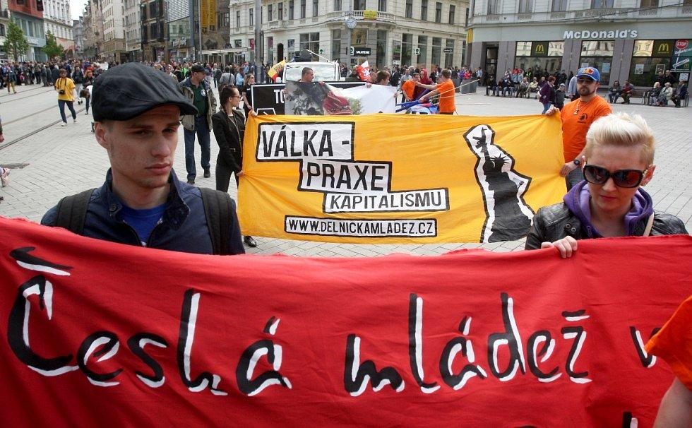 Prvomájový pochod příznivců extrémní pravice v Brně a jejich odpůrci organizovaní pod iniciativou Brno blokuje.