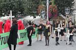 Hnutí Extintion Rebellion a Animal Rebellion a jeho příznivci prošli městem, aby upozornili na vyhynulé druhy a důsledky klimatické změny.
