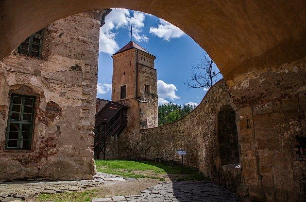 Na hradě Veveří vyfotografoval redaktor Deníku příjmení 'Kyselák' a potěšil tak stálého dopisovatele Pavla Kyseláka.