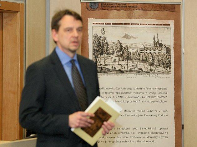 Moravská zemská knihovna vydala knihu o hudební kultuře kláštera v Rajhradě.