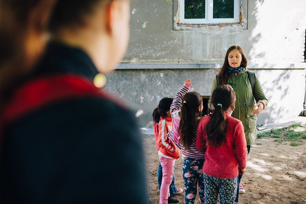 V patnácti příbězích zachycují lidé z okolí brněnské ulice Cejl své životní příběhy.