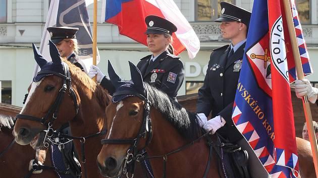 Policisté na koních v centru Brna: přehlídka zahájila soutěžení strážců zákona