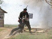 Aby viděly slavný boj Rudoarmějců s Němci, proudily davy lidí v sobotu odpoledne do Ořechova na Brněnsku. Tam se před sedmdesáti lety odehrály nejostřejší boje regionu.