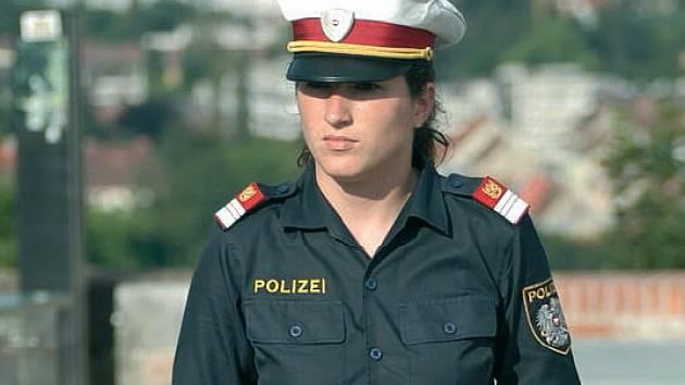 Švarná rakouská policistka