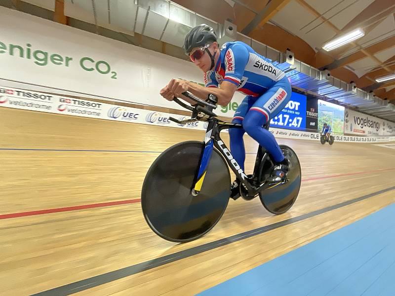 Dráhový cyklista brněnské Dukly Robin Wagner na velodromu ve švýcarském Grenchenu.