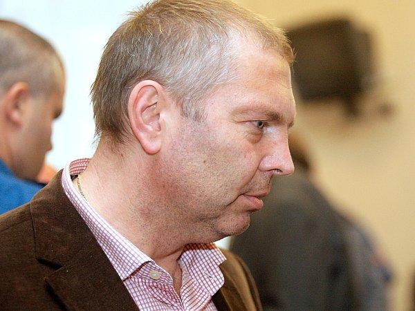 Takzvaný Toflův gang před brněnským soudem (na snímku Miloš Almásy).