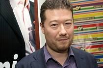 V knihkupectví Dobrovský čekali příznivci na čes-ko-japonského podnikatele i několik hodin.