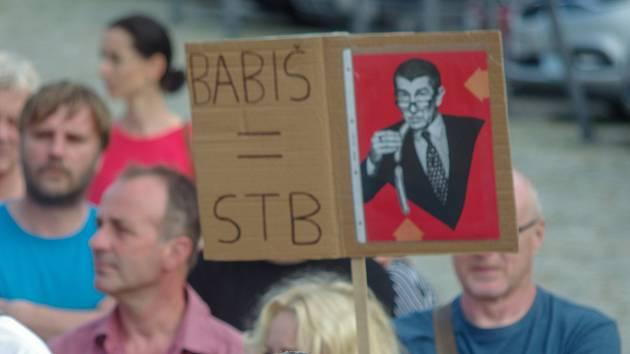 Týden ve fotografii: Dvě tváře Babiše? Masové protesty i návštěva jižní Moravy