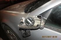 Mladík údajně poničil tři auta v brněnských Černých Polích, hlídka městské policie ho chytila na útěku.