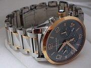 Ztracené ručičkové kovové hodinky se zlatou lunetou a zdobením na pásku od renomované švýcarské značky Mont Blanc, model 107321, výrobní číslo BB323 906.