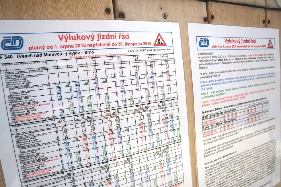 Na trase mezi Nesovicemi na Vyškovsku a Brnem jezdí místo vlaků autobusy. Výluka omezí provoz na trati až do konce listopadu.