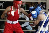 Arménský boxer Hamo Aperjan ( v červeném) bude jednou z opor Net Developmentu Nový Lískovec při sobotním domácím zápase proti Mostu B.