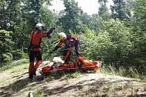 Záchrana muže z nepřístupného terénu v brněnském Jundrově pomocí vrtulníku.