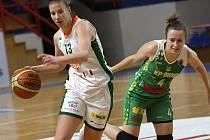 Gabriela Andělová na snímku vpravo.