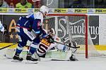 HC Kometa Brno v modrém (Martin Dočekal) proti HC Sparta Praha (Matěj Machovský).