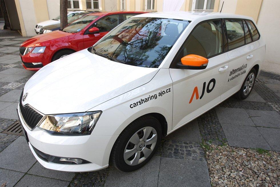 Jak v praxi vypadá sdílení aut nebo jak vedení města zajistí dostatek dobíjecích míst pro elektromobily. I takové dotazy zazněly na úterní debatě na radnici Brna-středu k pilotnímu projektu sdílení aut.