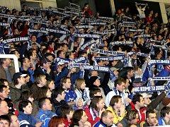 Fanoušci hokejové Komety v hale Rondo