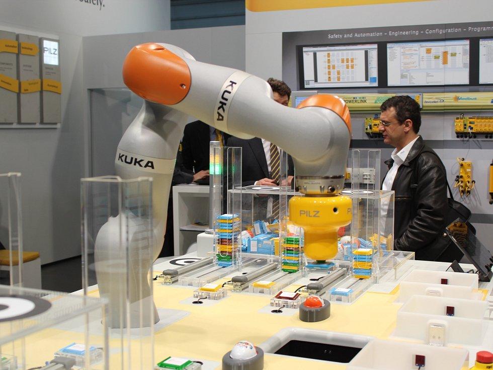 Zájemce o technologické novinky přivítal pětadvacátý ročník veletrhu Amper na brněnském výstavišti. Až do pátku se tam představí šest set vystavovatelů z dvaadvaceti zemí světa.
