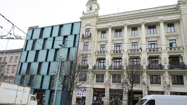 FOTO: Palác Omega v Brně stojí už 15 let. Původní dům strhli, přetížil nábytek