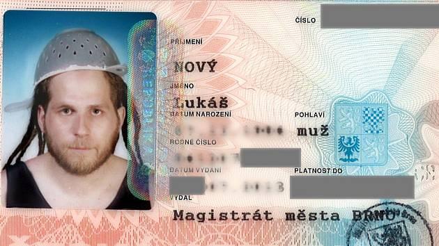 Občanský průkaz Lukáše Nového.