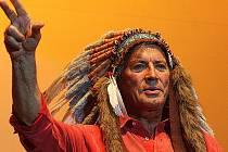 Pierre Brice, představitel legendárního náčelníka Apačů.