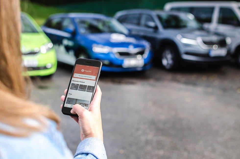 Sdílení aut je mezi Brňany čím dál oblíbenější. Stoprocentní nárůst uživatelů však může přibrzdit návrat alternativní taxislužby Uber do ulic města.