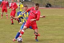 Líšeňští fotbalisté (v červeném) remizovali v odloženém duelu patnáctého kola FORTUNA:NÁRODNÍ LIGY s Varnsdorfem 1:1.