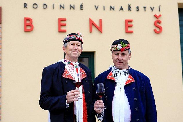 Jaroslav Beneš a František Tichý chtějí skolegy zHrušek za dva týdny oživit tradiční setkání jedinečných mužáckých sborů zPodluží.