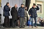 Modrobílé mistrovské oslavy v Brně na Zelném trhu. Hokejisté vrátili do města hokejový titul po 51 letech.