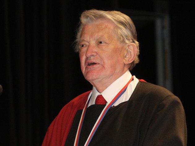 Čestný titul Doctor Honoris Causa Vojtěchu Jasnému udělila Umělecká rada Janáčkova akademie múzických umění v Brně.