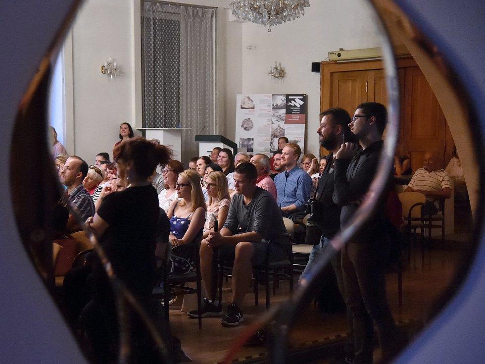 Předpremiérová projekce prvního dílu seriálu České televize Labyrint III.