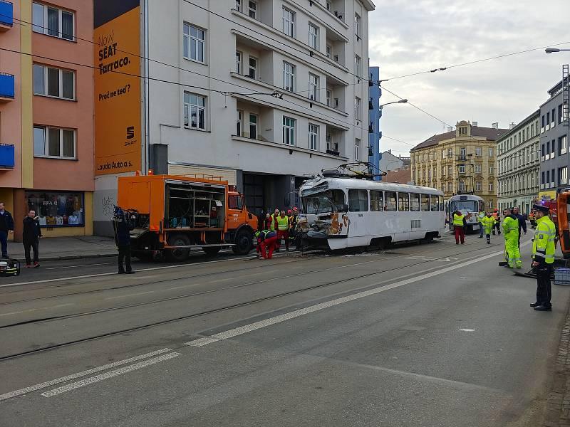 Poškozené tramvaje po nehodě, která se stala v pondělí ráno v brněnské Křížové ulici.