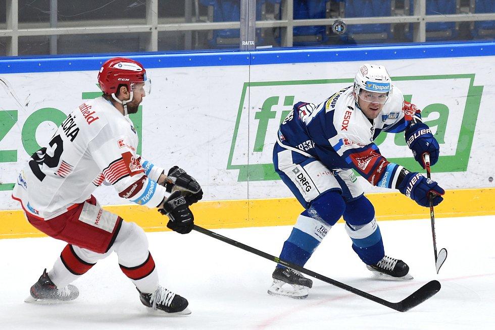 Brno 17.1.2021 - domácí HC Kometa Brno v modrém (Vojtěch Němec) proti Mountfield Hradec Králové (Vladimír Růžička)
