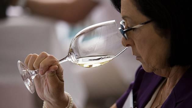 Tip Deníku: Zacvičí si jógu a ochutnají vína
