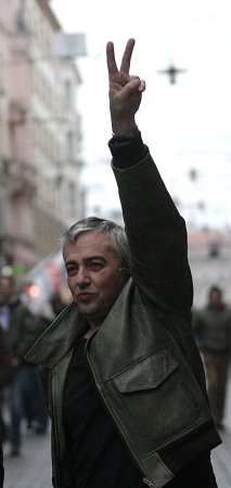 Stovky nenonacistů vsobotu zapnily centrum Brna.