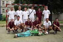 Bezdomovci a 1.FC Brno ve společném fotbalovém utkání.