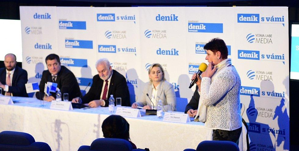 Starostka Ratíškovic a senátorka Anna Hubáčková dostala možnost položit dotaz z publika.