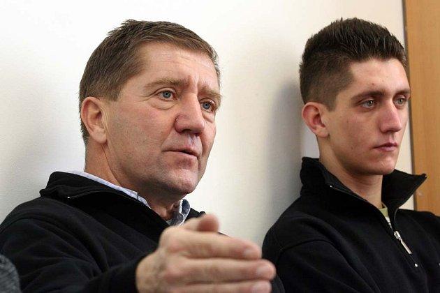 Jiří Mičánek přivedl za volant i syny Jiřího juniora (vpravo) a mladšího Tomáše.