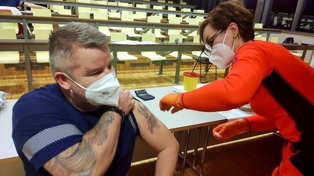 Očkování proti Covidu podstoupili záchranáři na jižní Moravě.