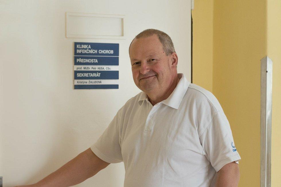 Petr Husa je přednostou Kliniky infekčních chorob Fakultní nemocnice Brno.