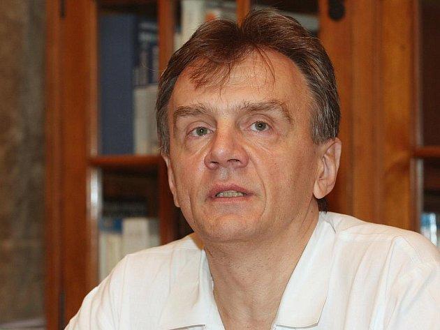 Vedoucí Centra asistované reprodukce a přednosta gynekologicko porodnické kliniky fakultní nemocnice Pavel Ventruba.