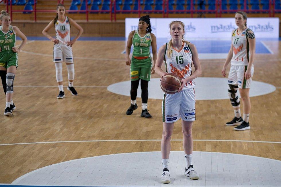 V prvním zápase v sérii o bronz v Ženské basketbalové lize uspěly na domácím hřišti Žabiny (v bílém), které porazily KP Brno o osm bodů.