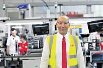 Ředitel modřické společnosti IMI Precision Engineering Vladislav Starý (na snímku) se rád pohybuje v provozu firmy a mezi zaměstnanci. Proto také často říká, že jeho cílem je, aby se lidé do práce těšili.