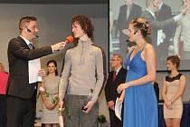 SPORTOVEC BRNA. Lezec Adam Ondra (uprostřed) už třikrát po sobě ovládl anketu o nejlepšího sportovce roku města Brna.