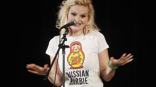 Komička Iva Pazderková.