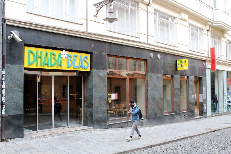 Zavřená restaurace v Panské ulici v historickém centru Brna, 13. března 2021.